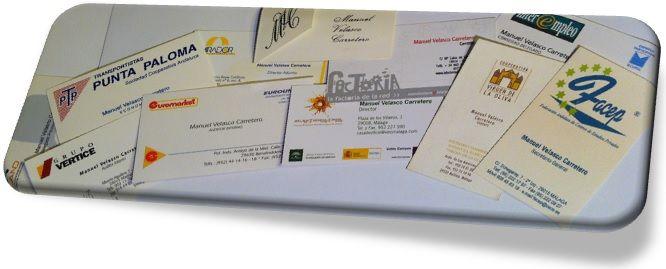 Hasta hoy, las tarjetas de visita. o tarjetas de presentación. eran unas piezas de cartulina en las que se recogían los principales datos de una persona y que se entregaba en la primera entrevista. o como forma de identificación junto a un regalo, pésame o felicitación.