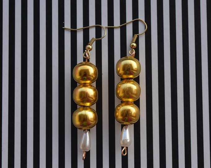 Ball drop golden earrings with a small teardrop pearl in the bottom.    https://www.etsy.com/shop/Aamapola    #golden #gold #earrings #balls #dropalls #pearl #gift #style #fashion #2017 #fw2017 #style #handmade #etsy #Spain #modern #cute #new #pendientes #aretes #jewelry #handmadejewelry #love #fashion2017