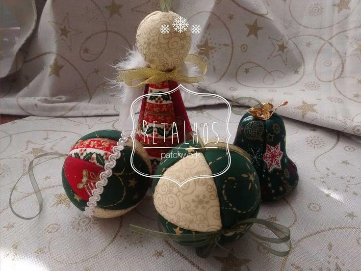 #christmas #ornaments #decorations / Decorações várias de Natal em #patchwork #angel, #balls, #bell