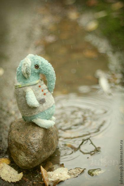 ...я сегодня Одуван!.... Однажды Слон сидел на берегу моря и размышлял'Я всем помогаю,а это совсем не делает меня счастливым...'  -А что бы сделало тебя счастливым?-Слон оглянулся...никого.  -Ну,я бы хотел рисовать,но...  -Вот и рисуй).'Но' подождет.