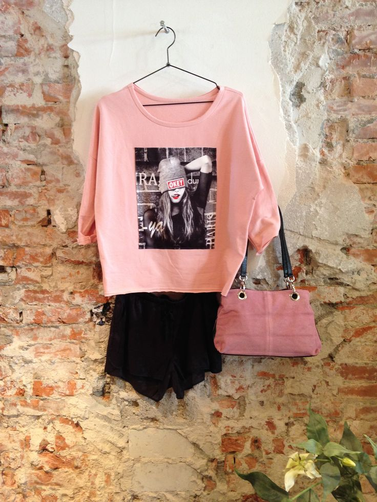 Lot 7 #fashion #lente #2015. Roze wijde top met bijpassende tas en stoer zwart kort broekje.