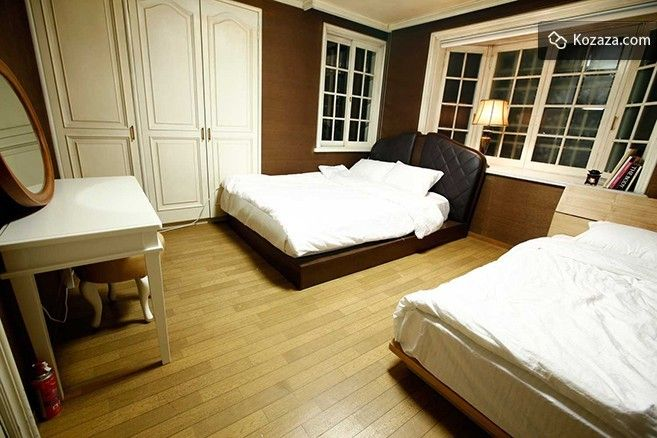 Special Twin Room: For your comfort this Double Room comes with 1 Double bed and 1 Super Single beds.