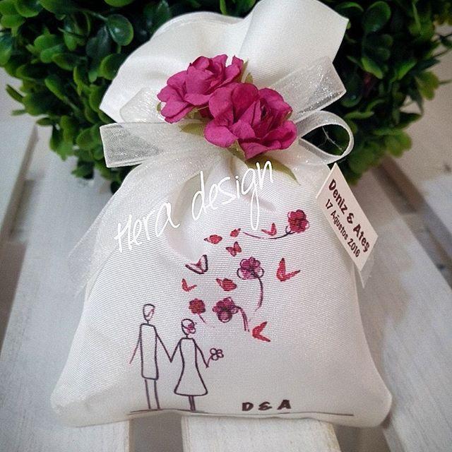 Romantik desenli lavanta keselerimiz... #heradesign #özeltasarım #nikah #düğün #nişan #wedding #nikahşekeri #weddingfavors #nikahhediyelikleri #nişanhediyesi # lavanta #lavantakesesi #lavenderbag #lavender #vintage #kokulukeseler #davetiye #davetiyemodelleri #invitation #card #kına #henna #kınaaksesuarları #kınagecesi #kişiyeözel