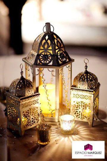 Las lámparas son ideales para iluminar livings o espacios en el exterior, porque evitan que se apaguen tan fácilmente las velas. ¡A tenerlo en cuenta!