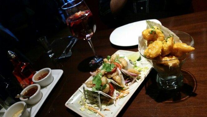 PF Changs en Metepec, México - Tacos de camarón y jicama y camarones dinamita