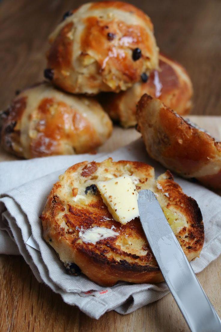 katie's kitchen journal: Apple and Cinnamon Hot Cross Buns