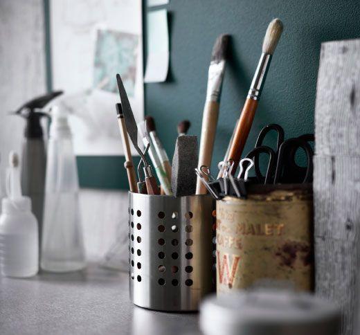 Держатель для столовых приборов ОРДНИНГ используется для хранения кистей, ножниц и карандашей
