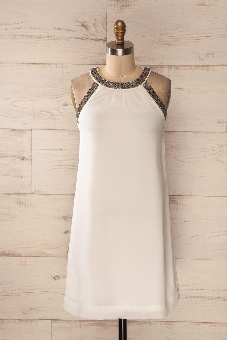 Robe voile blanc encolure billes argentées - Silver beads embellished neckline white veil dress