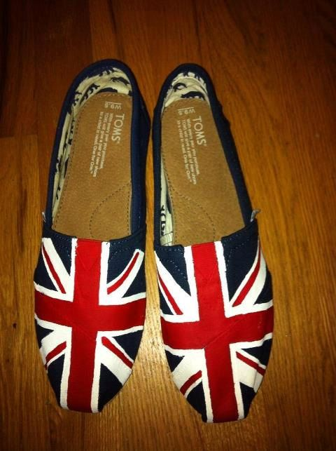 WANT WANT WANT WANT!!!!!!!!!  Union Jack Hand-painted Toms shoes