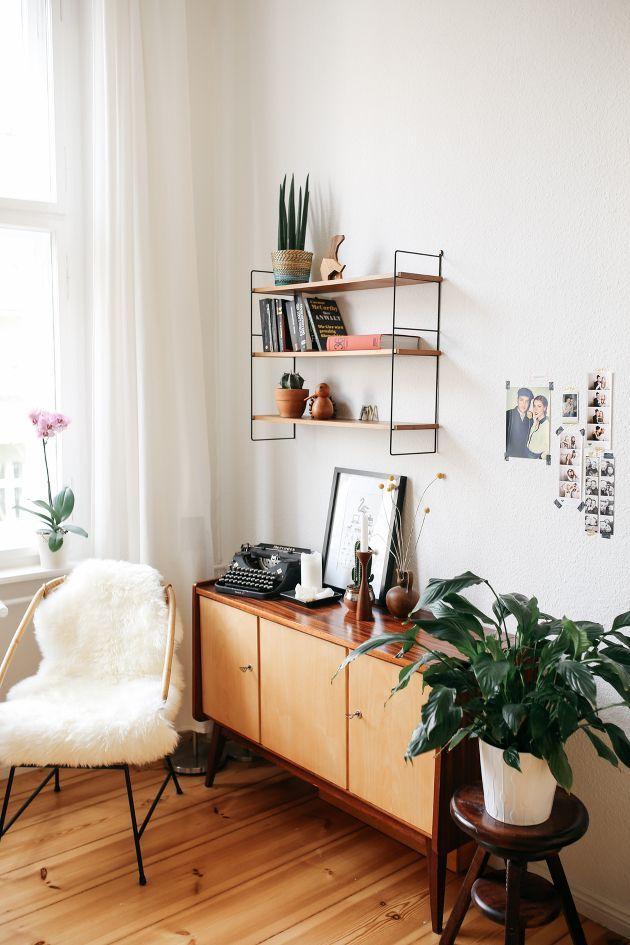 Un salon confortable, au style scandinave avec des plantes