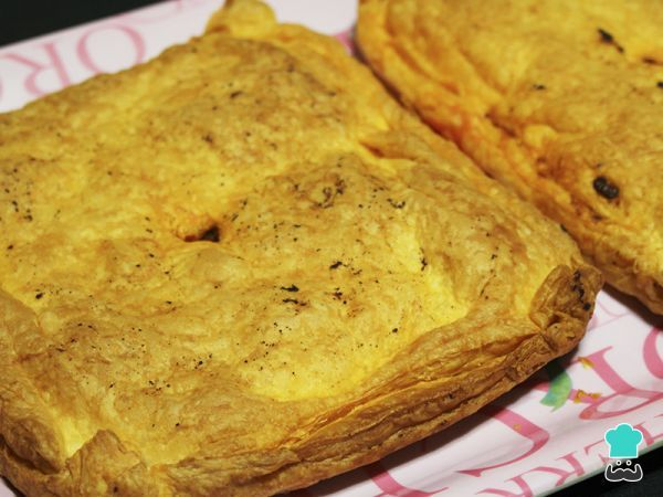 Puff Pastry Pockets with Tuna Filling Recipe #empanada #pockets #pasty #tuna #easy #cornmeal #glutenfree #filling #Colombian #baked #delicious #pastry
