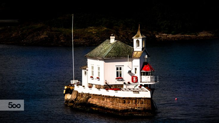 Dyna fyr is a unique lighthouse located in the midst of Oslofjord.