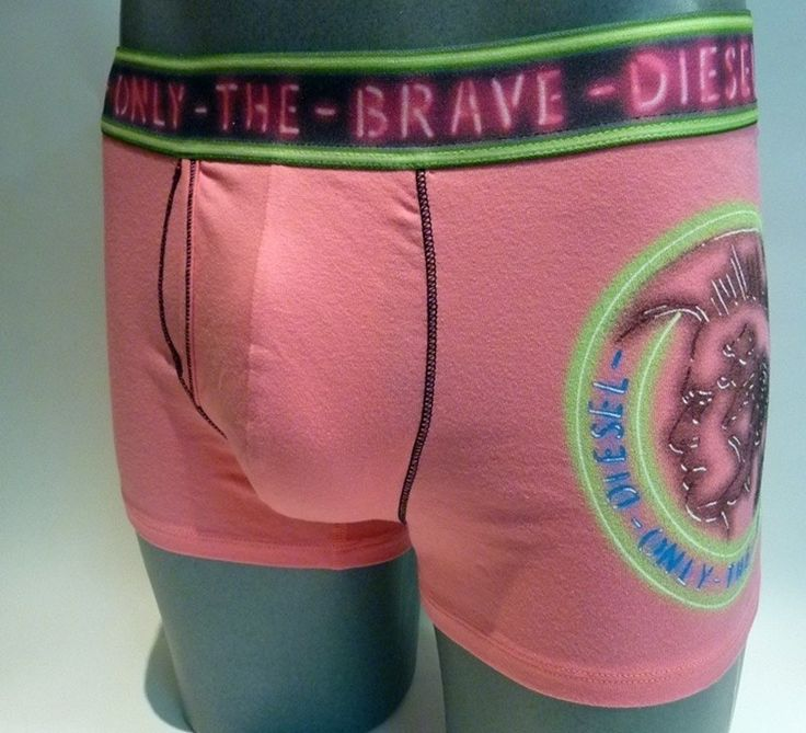 Comprar boxer Diesel rosa chicle por 14.45€. ENVÍO 24/48h. 50% DTO en Diesel - Lleva el logo del indio en la pierna izquierda - Liquidación stocks.  http://www.varelaintimo.com/marca/7/diesel #menswear #mensunderwear #ropainterior #modahombre #ropainteriormasculina