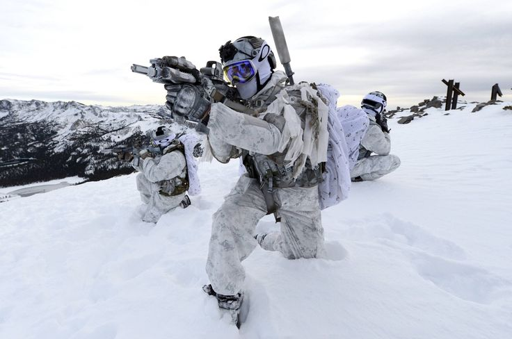 Navy SEALs from the Naval Special Warfare Community demonstrate winter warfare capabilities for a TV commercial produced by the Navy Recruiting Command [3.696px × 2.456px] : MilitaryPorn