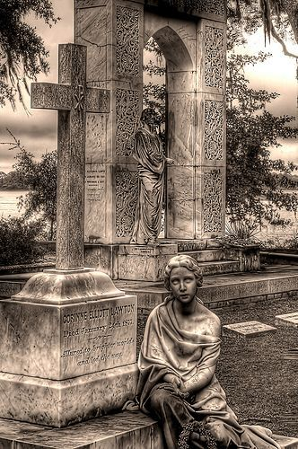 Savannah Georgia's cemetery was featured in the Midnight in the Garden of Good and Evil. been here!