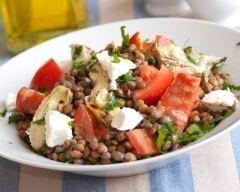 Salade de lentilles au chorizo, artichauts, tomates et feta (facile, rapide) - Une recette CuisineAZ