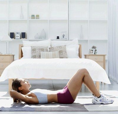 Ćwiczenia na brzuch w domu © Thinkstock