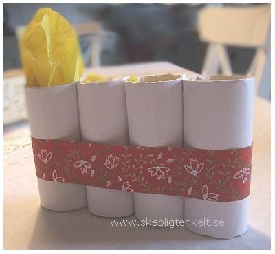Adventsljusstake av toalettrullar och silkespapper