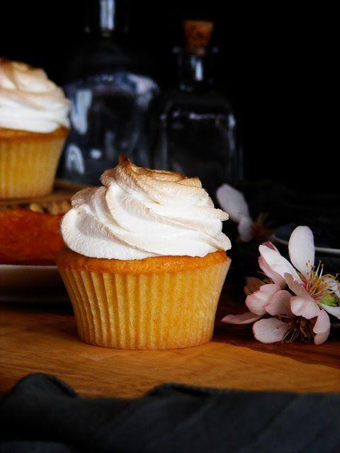 La asaltante de dulces: Receta de cupcakes de mandarina y merengue/ Tangerine & meringue cupcakes recipe. Enjoy it!
