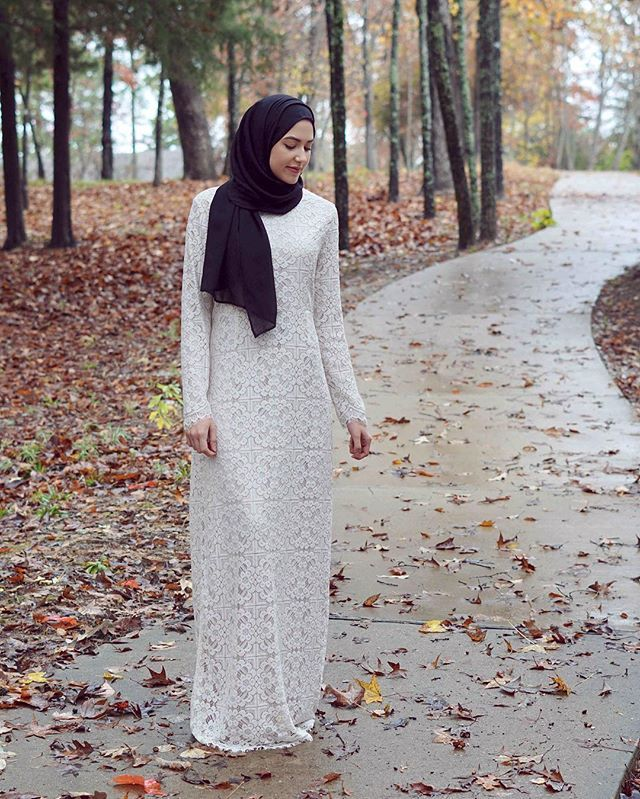I have had my eye on the Chloe Lace Dress by @inayahc since it was released! After they launched in USA & Canada it is in stock and much more accessible to us!  Paired it with the black soft crepe hijab  #inayahootd