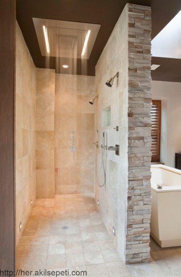 Badezimmer Gestalten Mit Fliesen Aus Naturstein Und Moderner Dusche Aus Badezimmer Dusche Fliesen Shower Remodel Bathroom Interior Bathroom Renovations