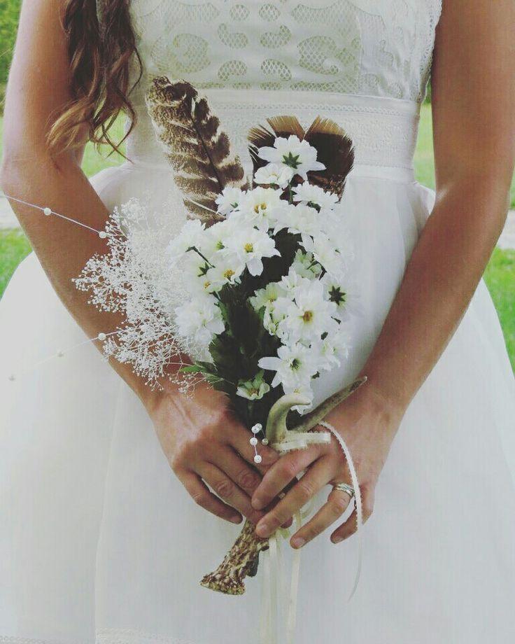 Daisies, turkey feather and antler wedding bouquet