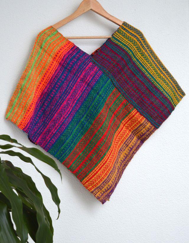 Poncho morning #handmade #sedaypunto #indiedesign #hechoamano #diseñoindependiente #currucutu #accesorios #accessories