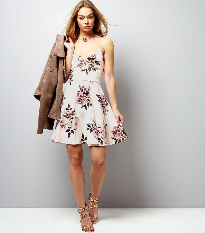 Robe patineuse blanche à bretelles croisées dans le dos et imprimé floral | New Look