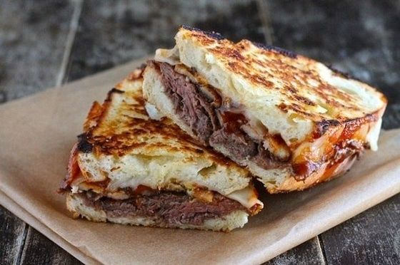 Сэндвич с ростбифом в тимьяне и паприке