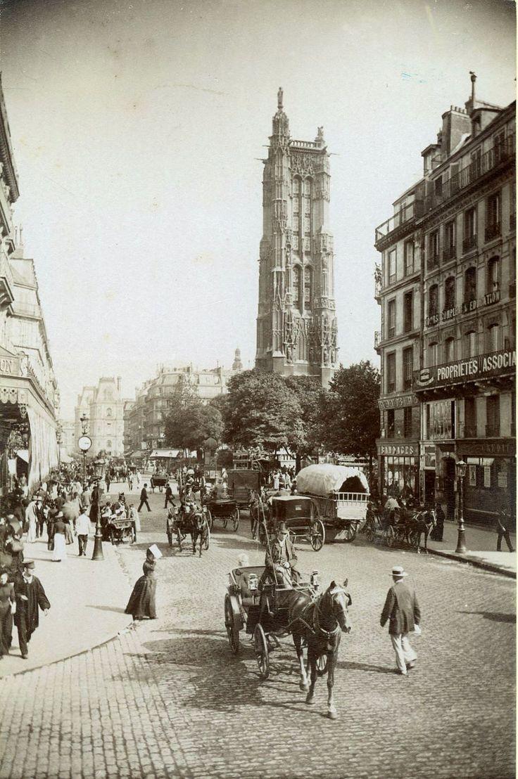 Belle vue de la tour Saint-Jacques et de l'animation de la rue de Rivoli, vers 1890