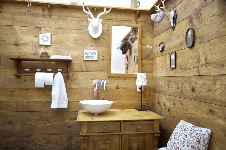 Rustic style bathroom by vollmilch. Das Architekturbüro.