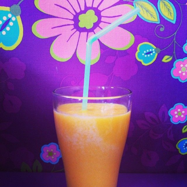 Mango perzik smoothie, het recept en alle info over hoe je weet wanneer je mango rijp is.