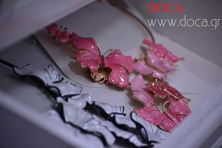 DOCA #SS15 Collection Ανακαλύψτε #κολιέ χρώματος άσπρου ή μαύρου με μεταλλικές πεταλούδες. Δείτε περισσότερα στα #DOCA Shops ή Online: https://www.doca.gr/el/filtra/kolie-ss-15/?custom_f_21%5B0%5D=ce86cf83cf80cf81cebf&custom_f_21%5B1%5D=ce9cceb1cf8dcf81cebf