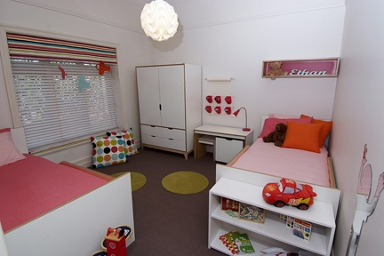 Retro inspired room design for two little boys that includes plenty of room for creative play. http://www.kidsindesignedspaces.com.au/residential/juniorproject1