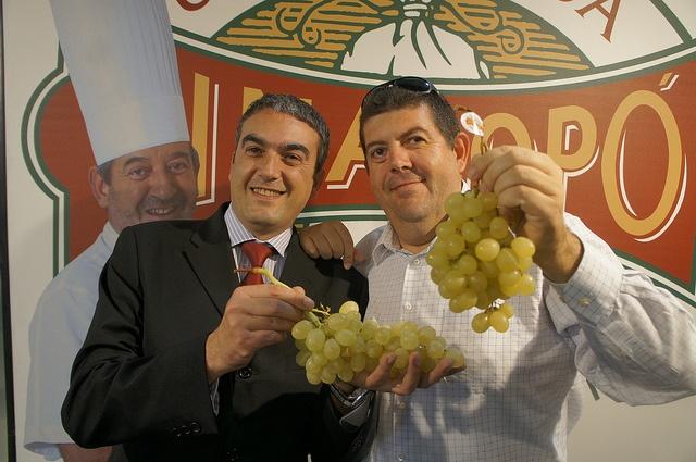 A Jesús Macario y José Javier Garcia también les gusta la uva del Vinalopó    #grape #recetas #uva #vinalopo #denominacion de origen #spain #alicante