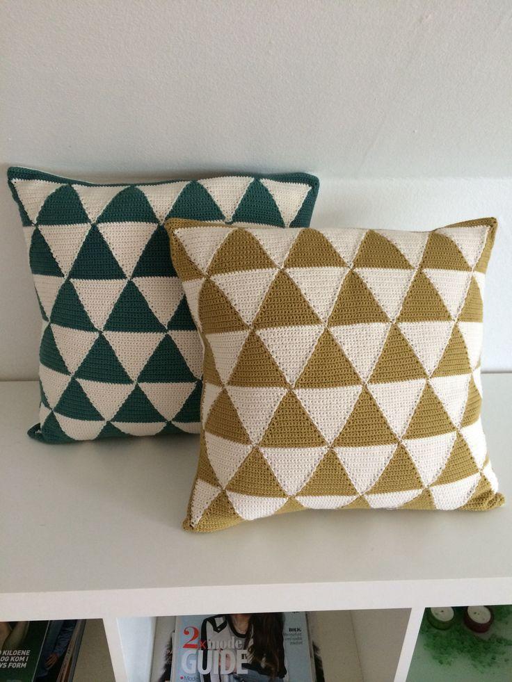 Puder lavet af trekanter som syes sammen #crochet #hækling #triangles #pillow #pude #DIY