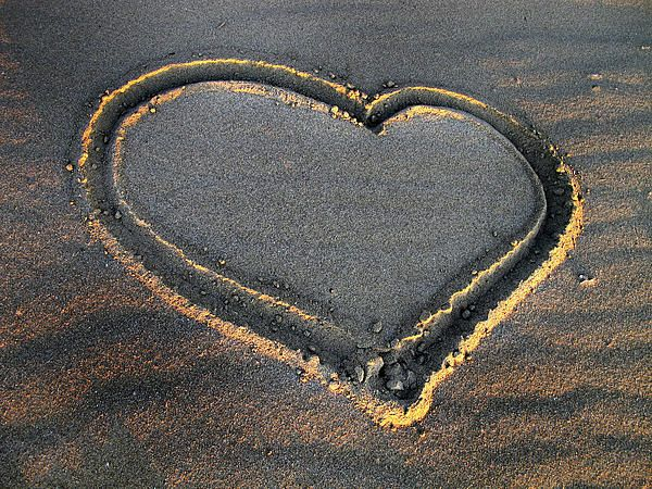 Valentine's Day - Sand Heart - photography by Daliana Pacuraru