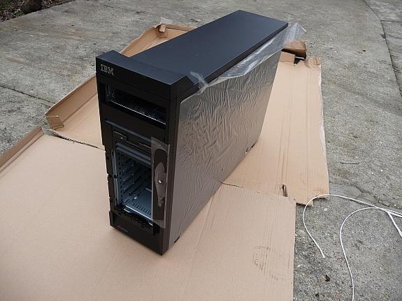 IBM eServer xSeries 226 Haus, mit Cooling System und 530 W Delta Netzgerät