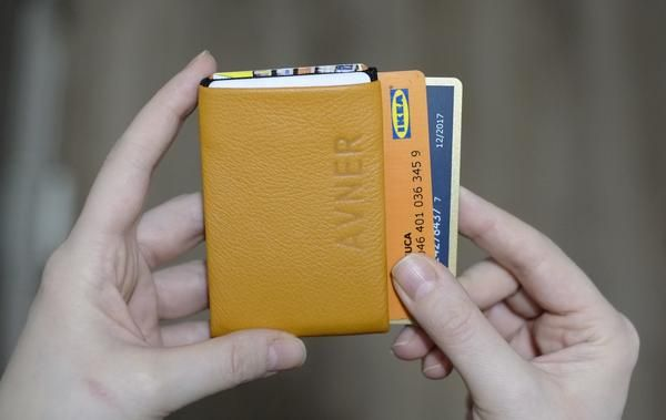 Minimalist wallet with RFID blocking for Mens or Womens and handmade with leather