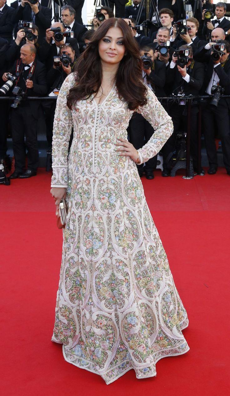 Wishing many happy returns of the day to the ever resplendent Aishwarya Rai Bachchan!