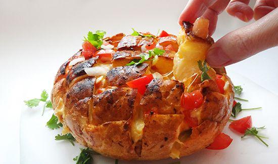 Запеченный хлеб с курицей и чипотле (Mexican Pull Apart Bread)