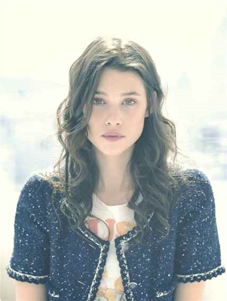 Astrid Berges-Frisbey as Tessa