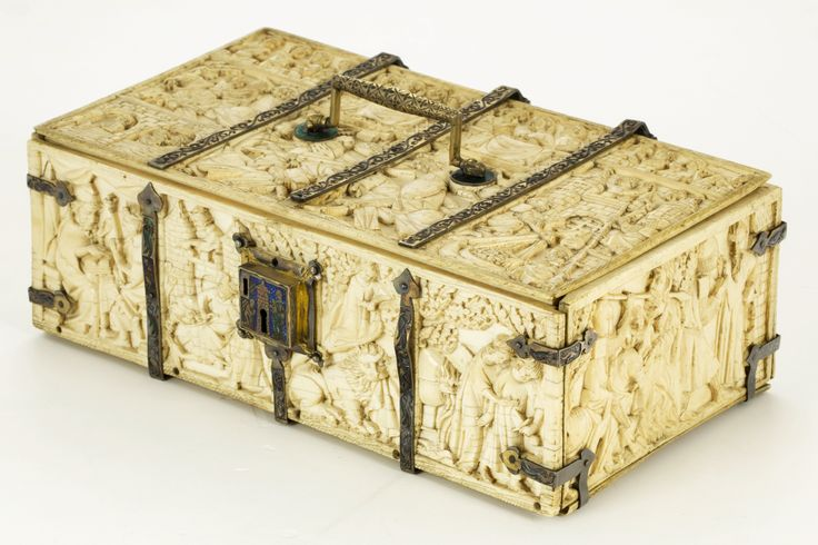 Ivory casket decorated with scenes from chanson de geste by Anonymous from Paris, second quarter of 14th century, Muzeum Katedralne na Wawelu, possibly belonging to Queen Jadwiga, in the inventory of the Wawel cathedral of 1563, the casket was recorded as a storage box for relic of various saints