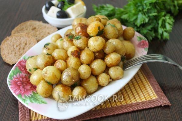 Фото обжаренного молодого картофеля с петрушкой