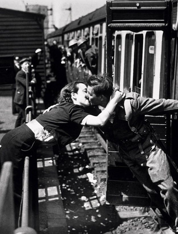 Romantic #Couple Kiss #Photos #photography Iconic street photgraphy inspired us from decades
