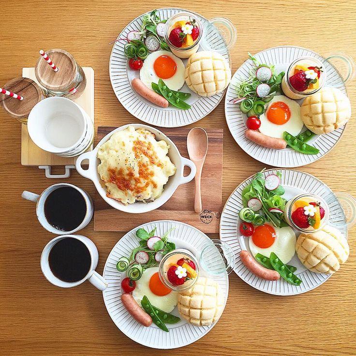 Mar.18 today's breakfast + 赤レモン酵母のメロンパン 目玉焼きとウインナー 鮭とマッシュポテトのチーズ焼き プリン であさごはん + マッシュポテトと鮭をオリーブオイルで ソテーしたのを重ねて 最後にチーズと黒胡椒かけて焼いたもの 鮭はお刺身用のものをソテーしてから 軽くほぐしました 予想どおり娘に大ヒット! プリンのあとに満足そうに食べてました (好きなものは1番最後に食べる派) ひさしぶりのメロンパンも美味しかった♡ 今度はクッキー生地にバニラビーンズ入れて ちょっと贅沢メロンパンつくろ♡ + うれしいうれしい3連休 特に予定はないけど(。-艸-。) + #おうち#おうち時間#おうちじかん#おうちごはん#あさごはん#朝ごはん#breakfast#朝時間#goodmorninggoodbreakfast#おうちパン#手作りパン#自家製酵母パン#メロンパン#melonpan#プリン#pudding#おうちカフェ#おうちcafe#スタジオエム#スタジオm#よしざわ窯#onthetable#weck#lin_stagrammer#delistagra...