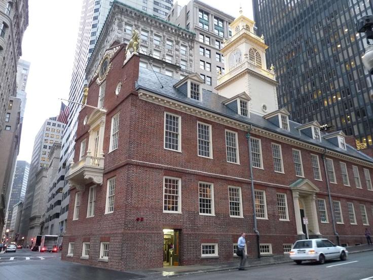 Old State House a místo, kde se v roce 1770 odehrál bostonský masakr, křižovatka Devonshire St. a State St.
