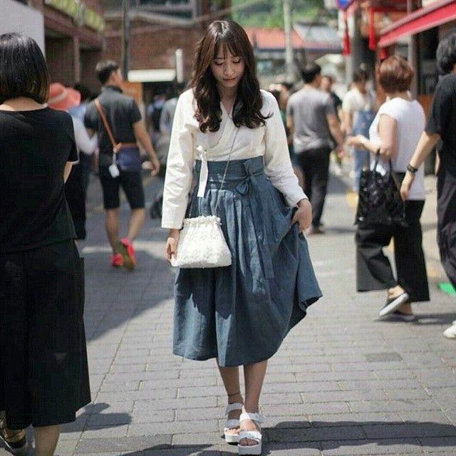 Daily Hanbok  https://www.instagram.com/p/4S7uUOgxP5/?taken-by=navihong