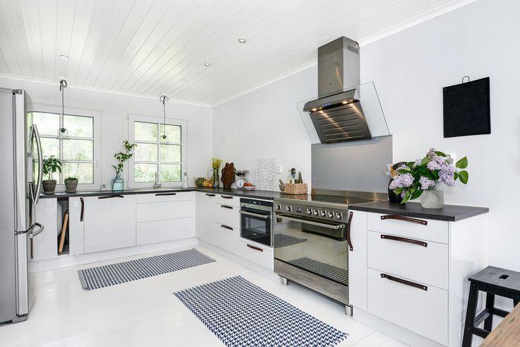 Det här köket har vad en mästerkock behöver! På Slingervägen 43 i Haverdal, Halmstad.