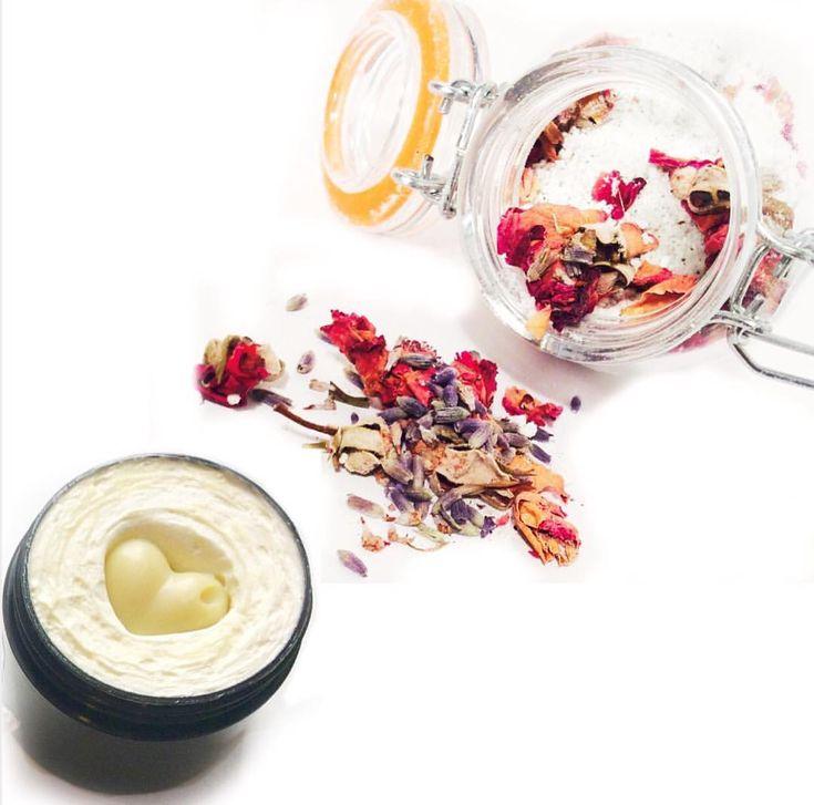 "28 Likes, 3 Comments - LoveandShea  (@loveandshea) on Instagram: ""•Bathtub• #aesthetic #bathtub #floweraesthetics #flowers #aesthetic #roses #lavender…"""
